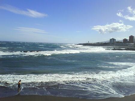 Hohe Wellen durch Unwetter auf Teneriffa