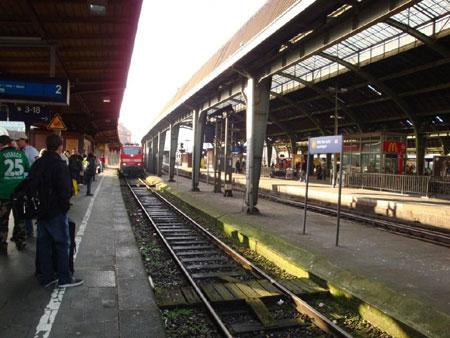 Mit dem Zug zum Flughafen