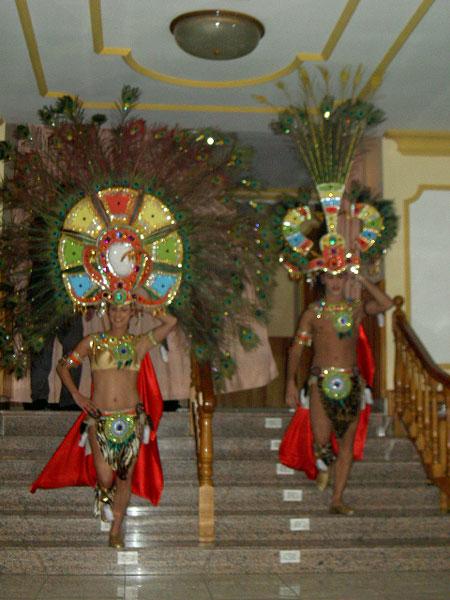 Das afrikanische Kostüm der Erwachsenen der Gruppe Hespérides