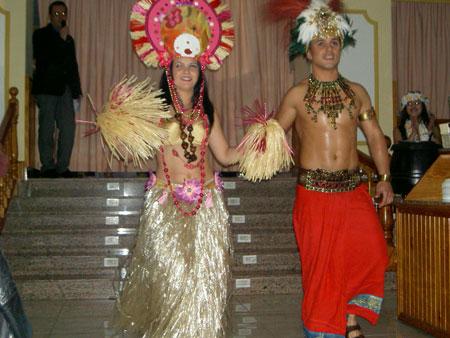 Ein exotisches Pärchen der choreografischen Gruppe
