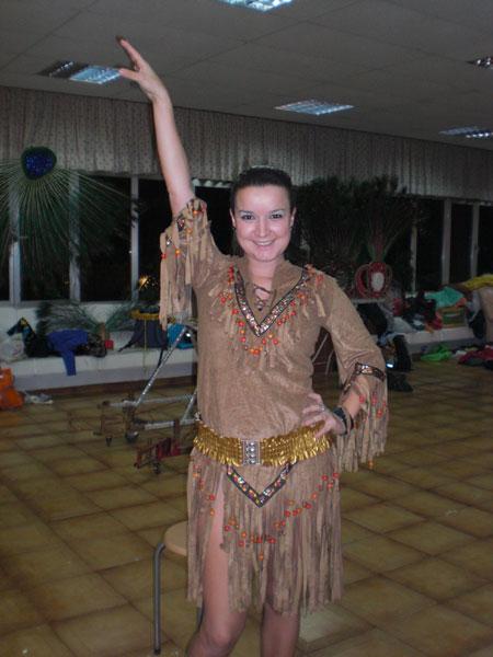 Nuria im Indianerkostüm für Pocahontas