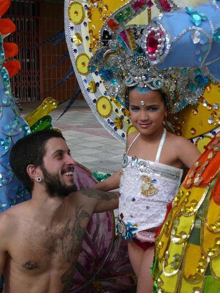 Raul mit Maria, der Kandidatin für die Wahl der kindlichen Karnevalskönigin
