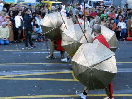 Soldaten mit Schirm