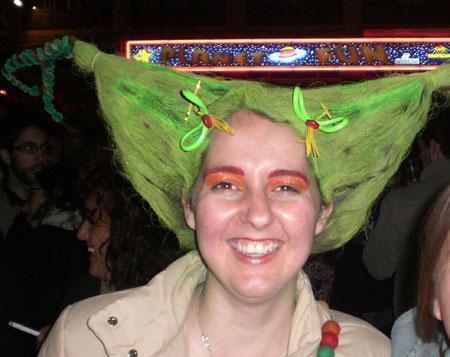 Eine farbenfrohe Haartracht ist das Ergebnis eines Besuchs in der interaktiven Frisierstube