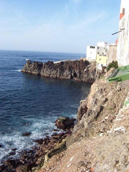 Auf diesen Lavafelsen wurde Punta Brava erbaut