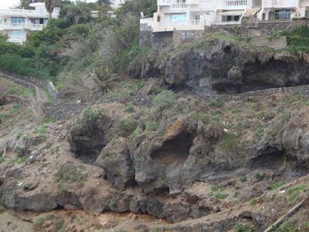 Grotten am Wanderweg