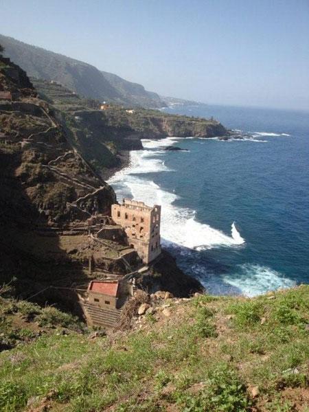 Blick auf die Ruine des Wasserwerks