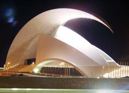 Auditorium bei Nacht