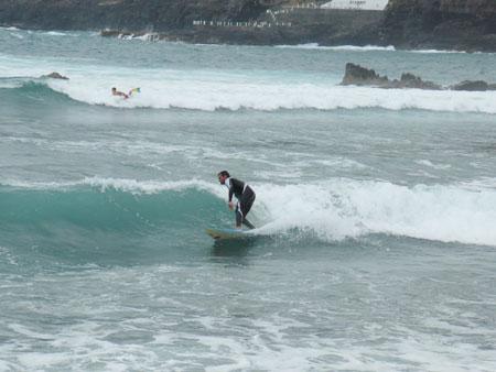 Wellenreiten am Playa Martiánez