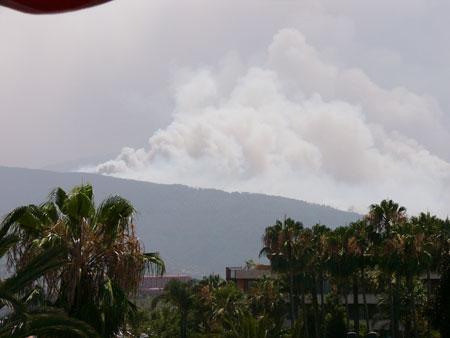Immer noch starker Brand auf Teneriffa