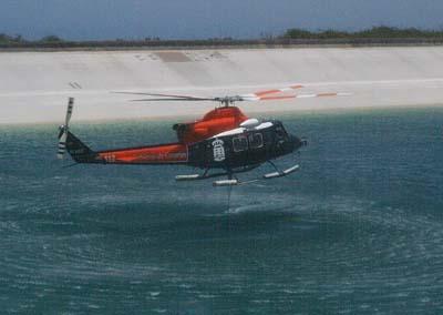 Gobierno Hubschrauber beim Feuer löschen