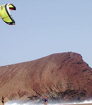 Wind und Windsurfer Kitesurfer