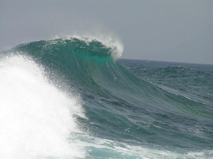Super Welle in Punta del Hidalgo, Teneriffa