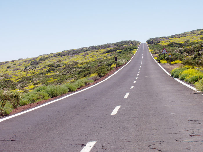 Strasse zu Sternwarte im Parque Nacional del Teide - Teneriffa