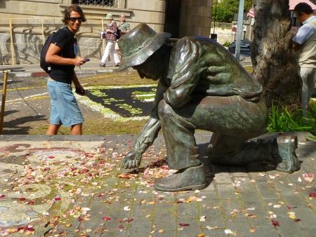 Teppichkünstler Statue